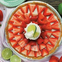This No Bake Buttermilk Strawberry Key Lime Pie is an easy dessert. It is creamy & tangy its the perfect balance of sweet and tart topped with berries Desserts Rafraîchissants, Easy To Make Desserts, Dessert Recipes, Pie Recipes, Key Lime Pie, Nutella, Baked Strawberries, Weight Loss Tea, Lose Weight
