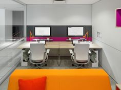 Project room with integrated technology in the demountable #walls #Collaboration #Office | Steelcase V.I.A.