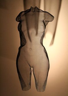 """Beautiful body portrait of a nude girl - suspended sculpture in wire-mesh - Wire Art by David Begbie 2016. Title """"CYNT"""", unique, height 64cm."""