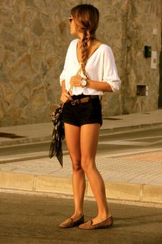 I love the combo of loose casual top with shorts and braid.. now to get those legs...