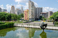 Condor. Bruno Giorgi (1905-1993), Peça – Bronze 8,25m x 2,60m x 0,60m. Praça da Sé, São Paulo - SP, 01/2013.<br /> * É necessário solicitar autorização de uso ao autor da obra.