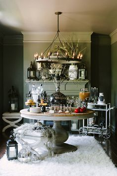 You'll Want to Pin This Hauntingly Beautiful Halloween Bash: This terrifyingly chic Halloween party was originally featured on Style Me Pretty and will definitely inspire your next haunted Halloween bash! Halloween Chique, Halloween Table, Holidays Halloween, Spooky Halloween, Happy Halloween, Halloween Party, Halloween Decorations, Halloween Ideas, Classy Halloween