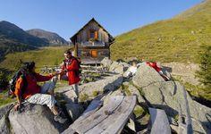 Einkehren und verweilen bei den urigen Hütten in den Kärntner Nockbergen in Österreich. Denn auch Pausen gehören zum Wandern http://www.pulverer.at/wandern-bad-kleinkirchheim.de.htm