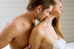 Bugünkü konumuzda bayanların en çok karşılaştıkları cinsel problemler den bir başkası olan ve genellikle menopoz sonrasında çokça karşılaşılan problem olan vajinal kuruluk sorunudur. Vajinal kuruluk menopoz sonrasında görüldüğü için cinsel isteğin en az olduğu dönemde görülerek cinsel yaşamı tama... - Vajinal Kuruluk Belirtileri Nelerdir, Vajinal Kuruluk Nedenleri Nelerdir, Vajinal Kuruluk Nedir, Vajinal Kuruluk Tedavi Yöntemleri -  http://ucu