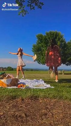 Aesthetic Indie, Aesthetic Movies, Summer Aesthetic, Aesthetic Videos, Aesthetic Girl, Aesthetic Pictures, Character Aesthetic, Fille Indie, Picnic Date