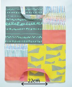 ハギレセットで作れる!黄金比のパッチワークバッグの作り方3種 | nunocoto fabric Fabric Yarn, Handmade Bags, My Bags, Zine, Free Pattern, Diy And Crafts, Sewing Projects, Patches, Outdoor Blanket