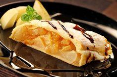 Штрудель: секреты и рецепты: Замесив тесто, обязательно дайте ему отдохнуть при комнатной температуре 30-40 минут. Клейковина муки за это время набухнет, тесто станет эластичным