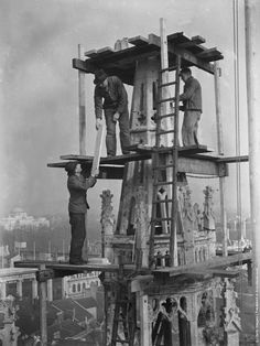 vintage everyday: Dizzy Height – These 25 Death-Defying Photo-ops High In The Air From The Past Are Simply Terrifying