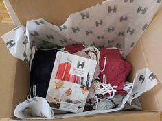 So sieht es aus, wenn Ihr ein Packerl von uns bekommt, weil Ihr vorher in unserem Onlineshop bestellt habt. 😍🥰 Shops, Gift Wrapping, Gifts, Instagram, Craft Work, Gift Wrapping Paper, Tents, Presents, Wrapping Gifts