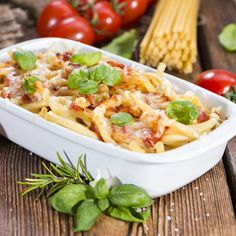Leftover Pasta Bake is a great recipe to make the night before a food shop. Get rid of all the leftovers and bits and pieces out of the fridge and throw them into a pasta bake. Italian Casserole, Pasta Casserole, Casserole Recipes, Pasta Recipes, Cooking Recipes, Easy Dinner Recipes, Easy Meals, Sausages In The Oven, Light Pasta