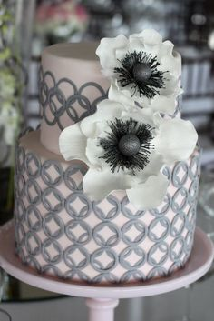 I l-o-v-e me some cake. Seriously, I've rarely met a cake I didn't want to introduce to my belly. (Except carrot cake. Pretty Cakes, Cute Cakes, Beautiful Cakes, Amazing Cakes, Pink And Grey Wedding Cake, Striped Wedding, Geometric Wedding, Cake Blog, Wedding Cake Inspiration