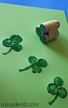 Wine Cork Shamrock Craft for St. Patrick's Day DIY St patrick's day art project for kids March Crafts, St Patrick's Day Crafts, Daycare Crafts, Classroom Crafts, Toddler Crafts, Holiday Crafts, Arts And Crafts, Toddler Art, Preschool Crafts