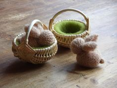 Easter Bunny Knitted Rabbit in Wicker Basket by inmeziTOYS on Etsy, €12.00