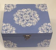Decoupage Box, Decoupage Vintage, Antique Mailbox, Painted Boxes, Stenciling, Wood Boxes, Handmade Flowers, Craft Gifts, Painting On Wood