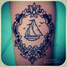Boat tattoo - Peut-être sur la cuisse, sous la fesse