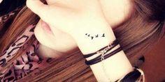 tatuajes pequeños en la muñeca