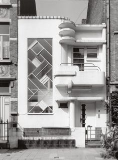 Adrian Yekkes: Brussels art deco - Uccle and Ixelles Residence Architecture, Art Et Architecture, Amazing Architecture, Architecture Details, Casa Art Deco, Art Deco Home, Estilo Art Deco, Streamline Moderne, Art Deco Buildings
