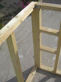 Construction d'une maisonnette à ossature bois et brande de bruyères