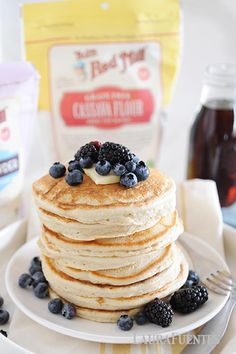 Thick, fluffy cassava flour pancakes make a delicious gluten-free, paleo breakfast! You're never going to believe how good these gluten-free pancakes can be! Cassava Flour Recipes, Paleo Flour, Coconut Flour Pancakes, Gluten Free Pancakes, Protein Pancakes, How To Eat Paleo, Food To Make, Fun Baking Recipes, Diet Recipes