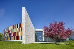 Waterloo Region Museum - Moriyama & Teshima Architects. Adair® Limestone Blue-Grey.