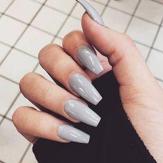pinterest / / em_mahon Acrylic Nails Natural, Natural Nails, Grey Acrylic Nails, Solid Color Nails, Nail Colors, Gel Nails, Nail Polish, Matte Nails, Stiletto Nails