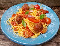 Spaghetti with meatballs in tomato sauce is a famous Italian dish, loved all around the world. This version uses shop-bought meatballs, so you only have Tomato Sauce For Meatballs, Spaghetti And Meatballs, Famous Italian Dishes, Yummy Pasta Recipes, Ethnic Recipes, Food, Eten, Meals, Diet