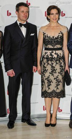 Le prince Frederik et la princesse Mary de Danemark prenaient part le 29 avril 2012 à la cérémonie des Reumert Awards (Arets Reumert), à l'opéra de Copenhague.