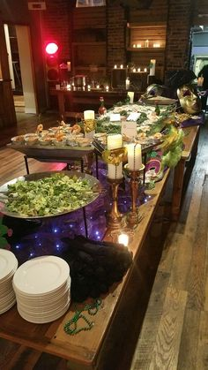 Welcome to Two Fat Men Catering - Mardi Gras Buffet! www. Madi Gras Party, Mardi Gras Party Theme, Mardi Gras Decorations, Mardi Gras Centerpieces, Mardi Gras Appetizers, Mardi Gras Food, 40th Birthday Parties, 35th Birthday, Teen Birthday
