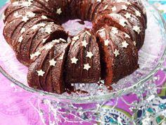 Taateli-suklaakakku - Kaakao kermavaahdolla Christmas Baking, Doughnut, Food Inspiration, Muffin, Breakfast, Desserts, Sweets, Morning Coffee, Tailgate Desserts