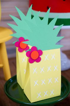 First Birthday Centerpieces, First Birthdays, Geo, Packing, Fiesta Decorations, Flamingo Birthday, Flamingo Party, Tropical Party, Theme Parties
