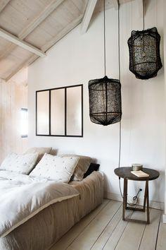 Maison Cap Ferret : inspi - Home Decora La Maison Cheap Rustic Decor, Cheap Home Decor, Cozy Bedroom, Bedroom Decor, Wooden Cottage, English Country Decor, Home And Deco, Minimalist Home, Mid-century Modern