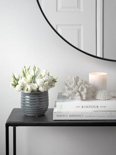 Console Table Styling, Coffee Table Styling, Decorating Coffee Tables, Home Interior, Interior Styling, Interior Decorating, Interior Design, Hallway Decorating, Interior Architecture