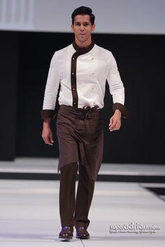 Etihad Airways Inflight Chef Uniform (scheduled via… Cafe Uniform, Waiter Uniform, Hotel Uniform, Men In Uniform, Uniform Shop, Airline Uniforms, Staff Uniforms, Work Uniforms, Kellner Uniform