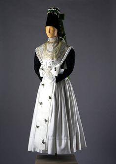 Tracht einer Braut aus Wittichau, um 1900