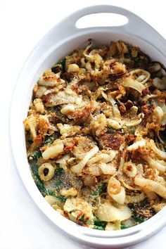 Healthy Green Bean Casserole with Cauliflower Sauce Looking for a healthy holiday recipe? This healthy green bean casserole is made with a creamy garlic cauliflower sauce and is sure to please your guests! Thanksgiving Green Bean Casserole, Thanksgiving Green Beans, Healthy Green Bean Casserole, Healthy Green Beans, Healthy Thanksgiving Recipes, Cooking Green Beans, Best Vegetarian Recipes, Healthy Recipes, Vegan Thanksgiving