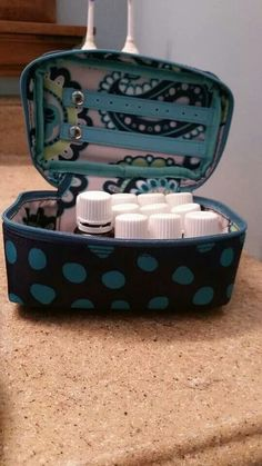 Thirty-One's Baubles and Bracelets is perfect for packing Essential Oils www.mythirtyone.com/ashleyhaley