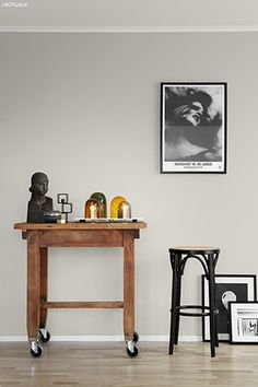 Jotun/Lady Balance 10580 Soft Skin Jotun lanserte i går både Interior Wall Colors, Interior Walls, Interior Design, Living Room Grey, Living Room Decor, Jotun Paint, Jotun Lady, Grey Walls, Room Colors