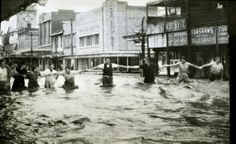 Flood at High and Victoria Streets, Maitland, NSW, 1955
