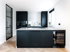 Discover recipes, home ideas, style inspiration and other ideas to try. Kitchen Reno, Kitchen Living, New Kitchen, Kitchen Cabinets, Kitchen Cabinet Inspiration, Küchen Design, Modern Kitchen Design, Kitchen Interior, Home Kitchens