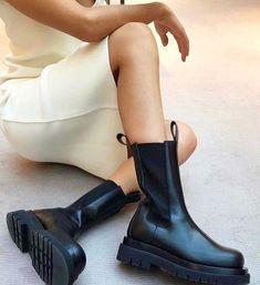 Bottega Veneta Chelsea boots by Daniel Lee Girly Outfits, Stylish Outfits, Sock Shoes, Shoe Boots, Bota Over, Chunky Boots, Minimal Fashion, Bottega Veneta, Me Too Shoes