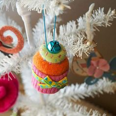 How cute is this sweet cupcake ornament? Learn hot to make it: http://www.bhg.com/christmas/crafts/make-christmas-ornaments-with-felt/?socsrc=bhgpin121612cupcakeornament=8