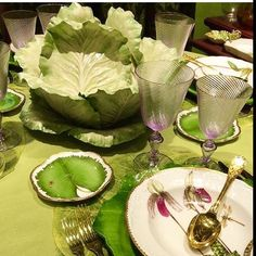 Such a successful combination of colours with the purple glasses accenting the acid greens . Reposted from the wonderful @citychic4ever__  #porcelain #glassware #tablestyle #tablesetting