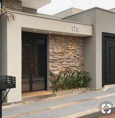 Entrada principal House Gate Design, Bungalow House Design, House Front Design, Facade Design, Modern House Design, Exterior Design, Architecture Design, Modern Entrance Door, House Entrance