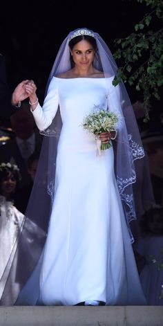 Meghan Markle's Givenchy wedding dress Harry And Meghan Wedding, Prince Harry And Megan, Royal Brides, Royal Weddings, Givenchy Wedding Dress, Meghan Markle Wedding Dress, Meghan Markle Hair, Meghan Markle Dress, Princess Meghan