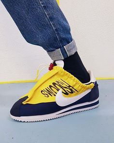 Here's an experiment on the Nike Cortez. The lacing system is made of an old rain coat hoodie, inspired by a car hood with an graphic car branding. I like that SWOOSH. Raincoat Outfit, Hooded Raincoat, Linkin Park Soldier, Sneakers Urban, High Level, White Nike Shoes, Nike Shoes Outfits, Kids Coats, Nike Basketball Shoes