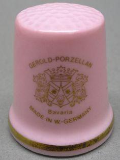 Gerold Porcelain-Bavaria, W. Germany. Edicion UK y USA. TCC. Thimble-Dedal-Fingerhut.