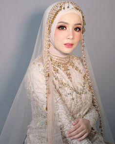 Wedding Abaya, Malay Wedding Dress, Wedding Hijab Styles, Muslimah Wedding Dress, Muslim Wedding Dresses, Muslim Brides, Bridal Wedding Dresses, Dream Wedding Dresses, Bridal Hijab