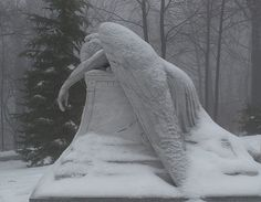 Grieving Angel in the Snow - one of my all-time favorite statues Cemetery Angels, Cemetery Statues, Cemetery Art, Cemetery Headstones, Angels Among Us, Angels And Demons, Chef D Oeuvre, Oeuvre D'art, Images Aléatoires