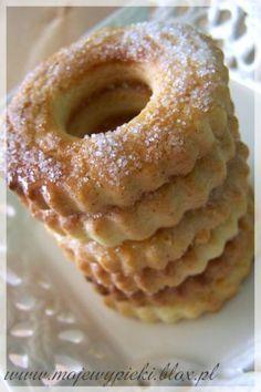 Margerytki - cytrynowe kwiatuszki Polish Desserts, Polish Recipes, No Bake Desserts, Baking Recipes, Cookie Recipes, Cookie Crumbs, Sweet Pastries, Sweets Cake, Almond Cakes
