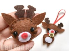 Reindeer Badge & Ornament DIY - Christmas Sewing for Beginners - Free Pattern. Here is a seriously adorable Kawaii Reindeer Brooch or Ornament DIY Christmas Activities, Christmas Projects, Holiday Crafts, Christmas Sewing, Handmade Christmas, Christmas Crafts, Felt Ornaments Patterns, Reindeer Ornaments, Felt Christmas Decorations